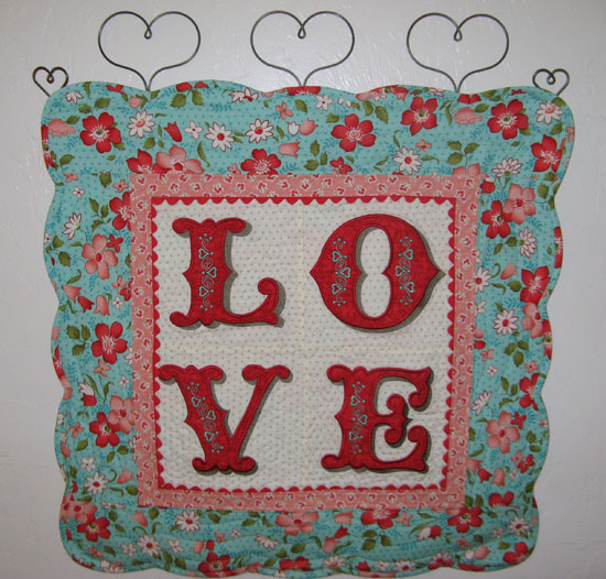 Love letters weallsew projects home dcor techniques applique embroidery quilting spiritdancerdesigns Images
