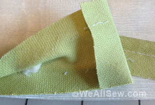 how to make and insert piping - covered cord #sew #diy #free tutorial #sewing technique #weallsew