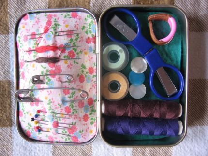 Hot to Make a Candy-Tin Sewing Kit - from Craft Stylish