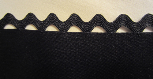 Floating Rickrack Sewing Technique - Edging