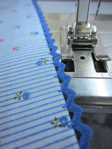 Floating Rickrack Sewing Technique