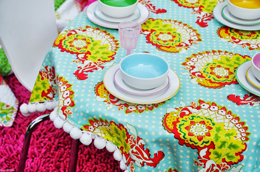 pom-pom tablecloth