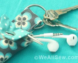 DIY Keychain Headphone Pouch