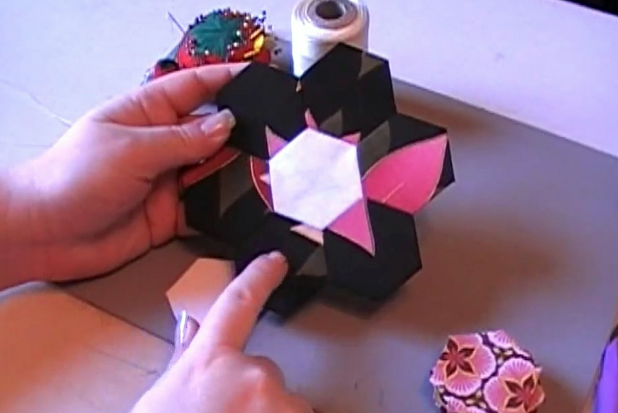 how to make a paper pieced hexagon flower