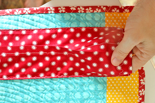 Easy DIY Quilt Hanging Sleeve – Almost Entirely by Machine! | WeAllSew : easy diy quilts - Adamdwight.com