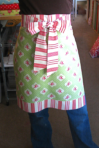 One hour christmas apron tutorial