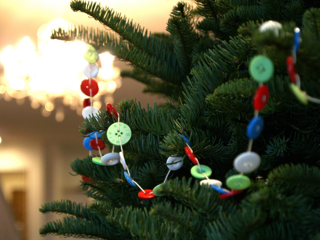 DIY button holiday garland