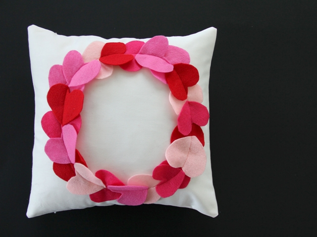 how to sew a wreath heart valentines pillow weallsew