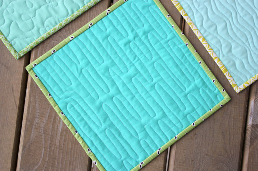 Free Motion Quilting Ripple Technique on Fabric