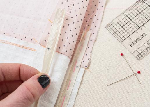 zipper_tutorial: Pin the zipper tape