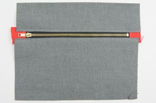 BERNINA Wool-iPad-Case-Pressing Close to the Zipper Step 4