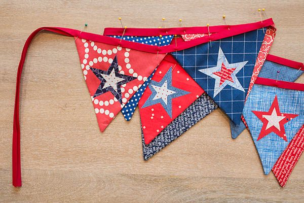 BERNINA 4th of July Bunting Tutorial Pinning