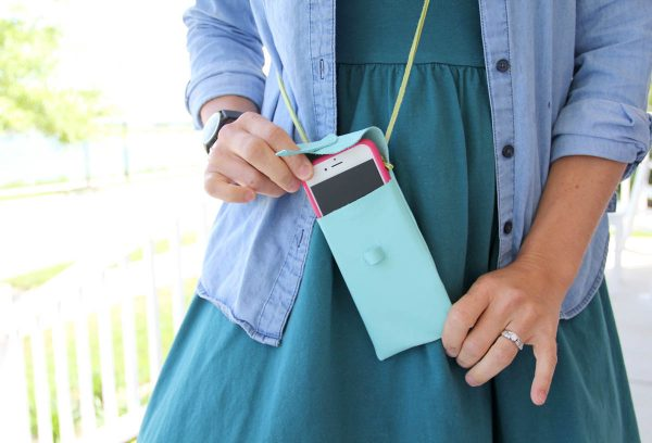 Leather iPhone Purse Tutorial  - Finished iPhone Purse