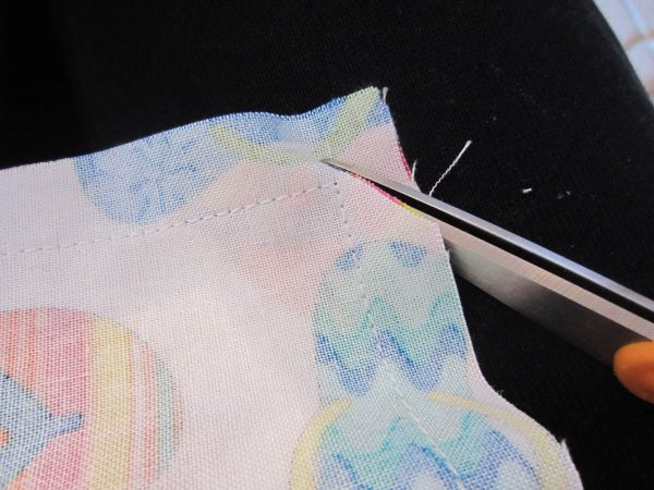 Swim Wetbag Sewing Tutorial - Clip bottom corners of exterior and PUL