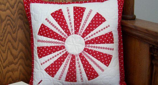 http://weallsew.com/wp-content/uploads/sites/4/2015/08/Feature-Peppermint-Candy-Pillow-Tutorial-555x300.jpg