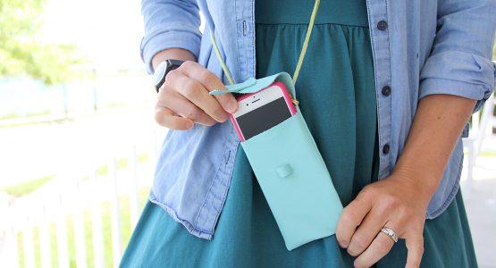 http://weallsew.com/wp-content/uploads/sites/4/2015/08/Leather-iPhone-Purse-Tutorial-1110-x-600-WeAllSew-BERNINA-Blog-555x300.jpg