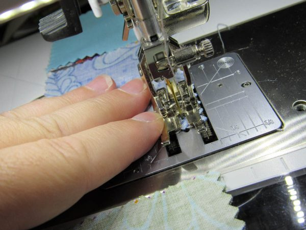 BERNINA Patchwork Foot 97D Tips - holding Patchwork from side