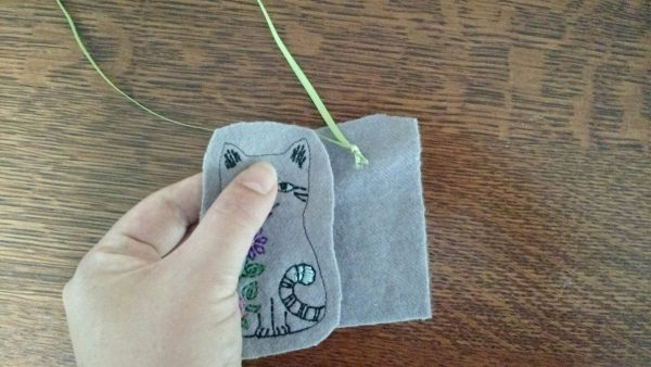 Baby Mobile Tutorial - cat with knotted ribbon