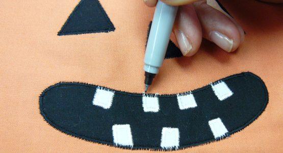 http://weallsew.com/wp-content/uploads/sites/4/2015/10/Pumpkin-Mini-Quilt-Tutorial-1100-x-600-555x300.jpg