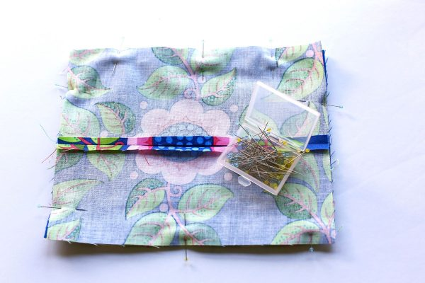 Scissors Motif Pincushion Tutorial