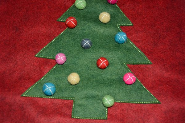 Christmas Tree Pillow Tutorial - decorate your tree
