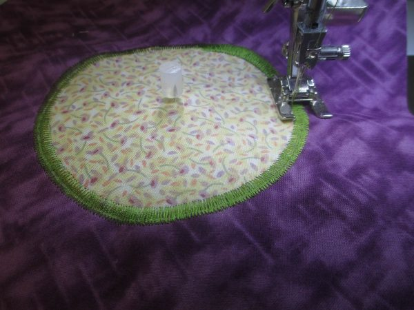 Circle Applique - satin stitch for edges