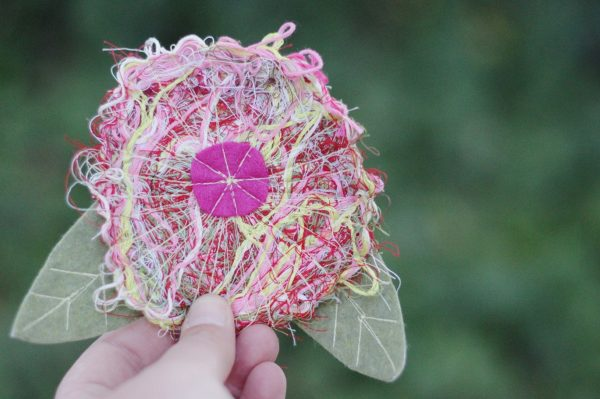 Recycled thread flower pin Tutorial
