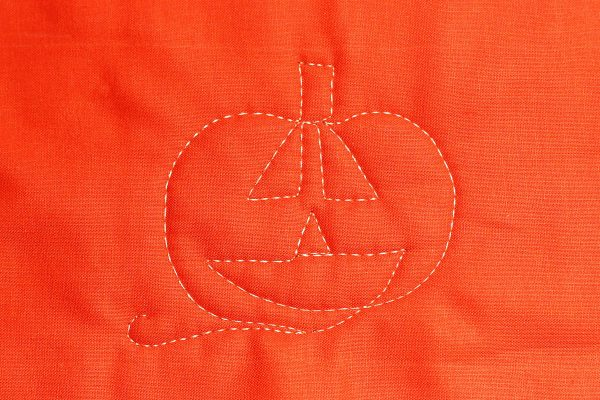 Jack-o-Lantern Free-motion Quilting-stitching the mouth