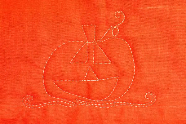 Jack-o-Lantern Free-motion Quilting-prepare for the next motif