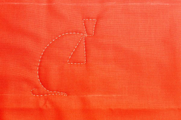 Jack-o-Lantern Free-motion Quilting-stitch the triangle eye