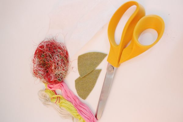 Recycled thread flower pin Tutorial Materials