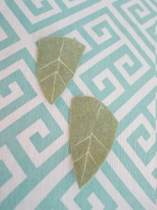 Recycled thread flower pin Step Six: Sew leaf veins