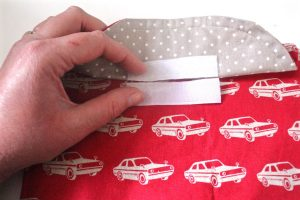 Reusable washable lunch bag Tutorial step seventeen: sew on Velcro