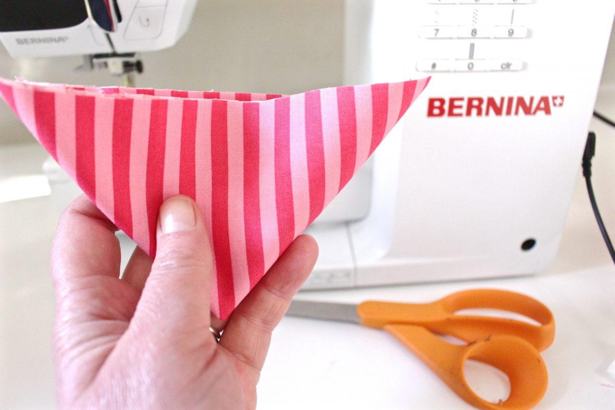 15-minute easy-sew pin cushion Step one: Cut the circle