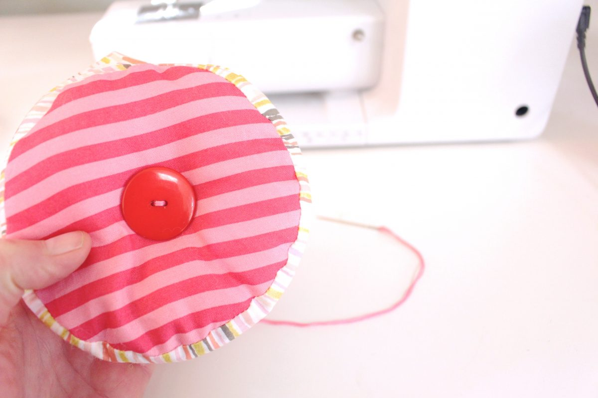 15-minute easy-sew pin cushion Step nine: sew the button