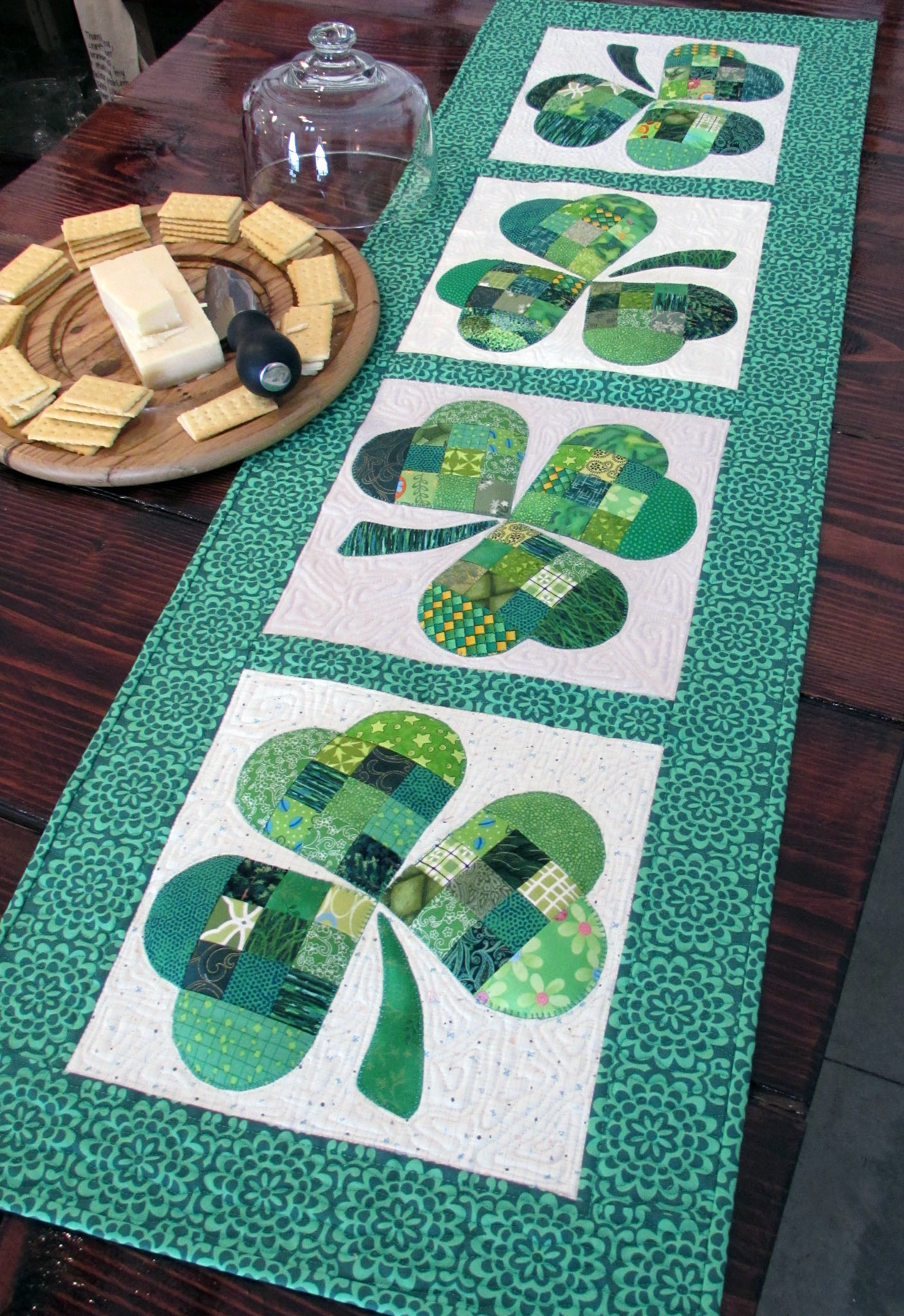 St. Patrick's Day Shamrock Table Runner | Easy St Patrick's Day Decorations | Sewing Projects | Featured
