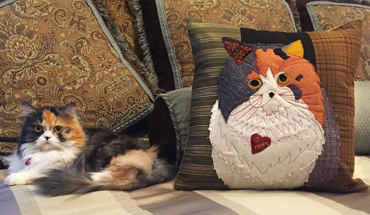 Pet applique pillow weallsew