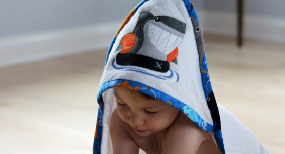 http://weallsew.com/wp-content/uploads/sites/4/2017/03/Hooded-Baby-Towel-Tutorial-1200-x-800-after-the-bath-555x300.jpg