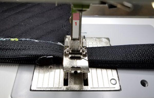 Square in a Square Zipper Bag - Zigzag through zipper