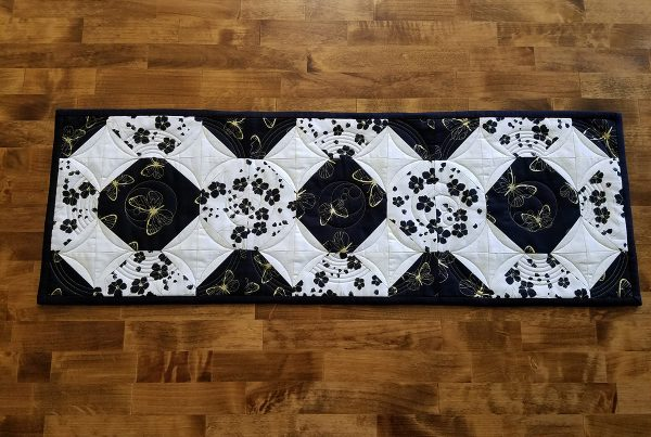 Magic circle table runner