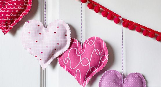 https://weallsew.com/wp-content/uploads/sites/4/2018/01/HeartBunting16-e1485799183458-300x200@2x-555x300.jpg