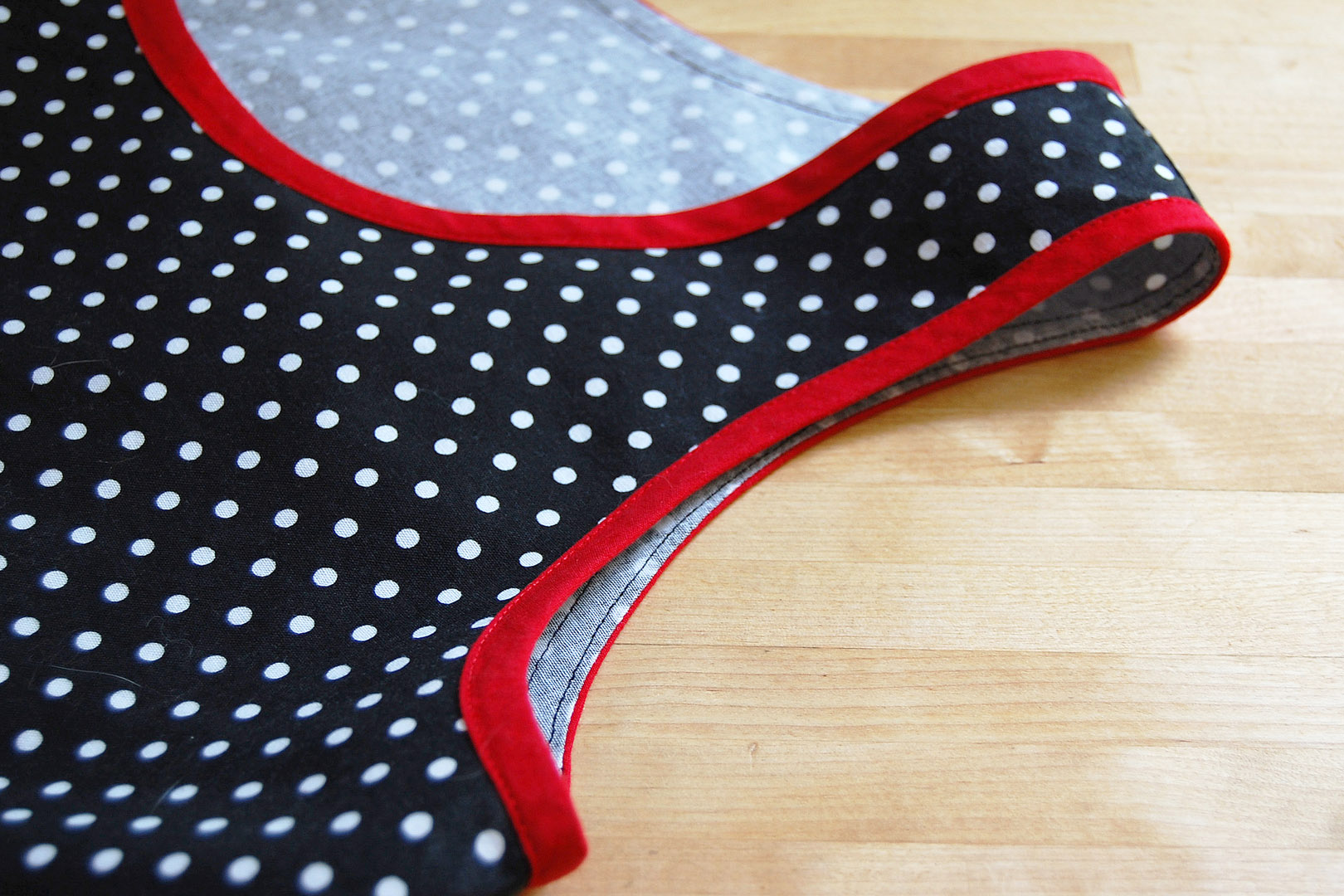 3 m bias binding with STRIPES in red