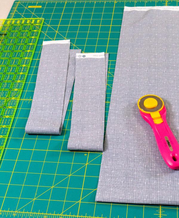 Light gray confetti crosshatch print