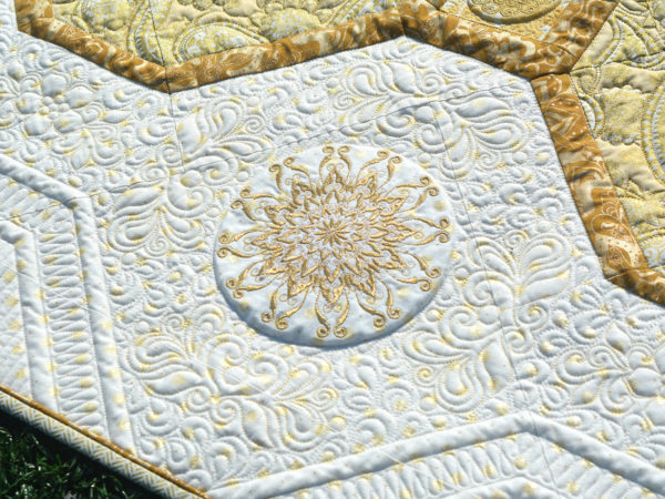 BERNINA_125_Anniversary-quilt-along_side_border_embroideries