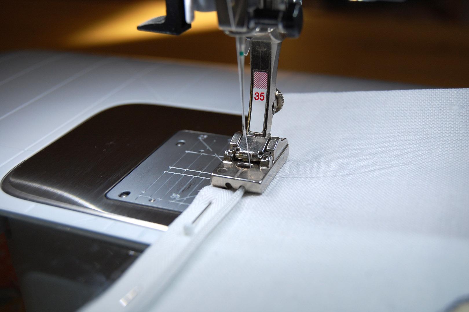 Sewing A Zipper In A Pillow.Invisible Zipper Pillow Cover Tutorial Weallsew