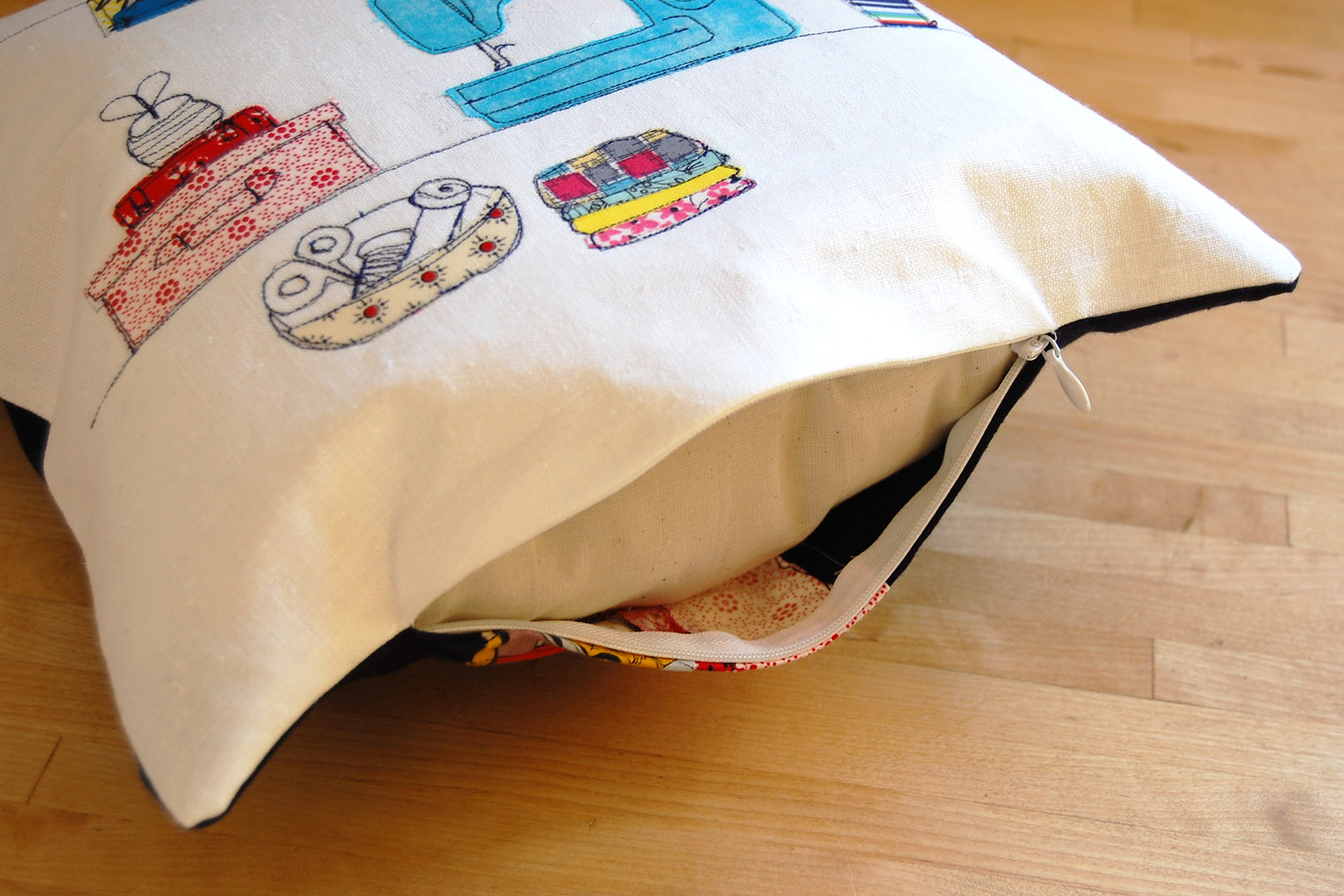 Invisible Zipper Pillow Cover Tutorial Weallsew