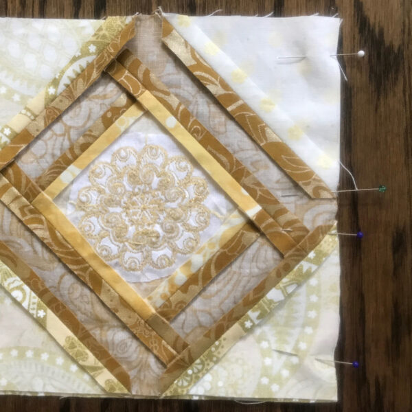 BERNINA_125th_Anniversary_Quilt-along_Month_5_Slide_the_top_block_over