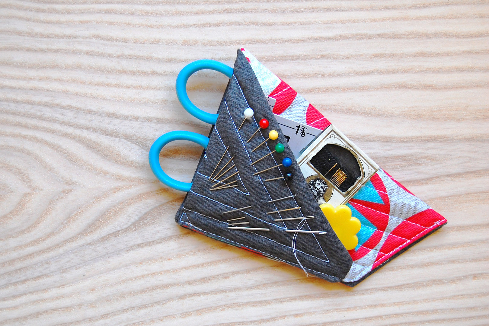 Small-Scissors-Case-Tutorial-at-WeAllSew-1620-x-1080-full-of-notions.jpg (1620×1080)