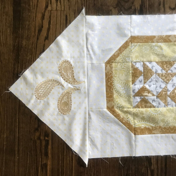 BERNINA_125th_Anniversary_Quilt-along_Month_5_Slide_joining_a _corner_triangle