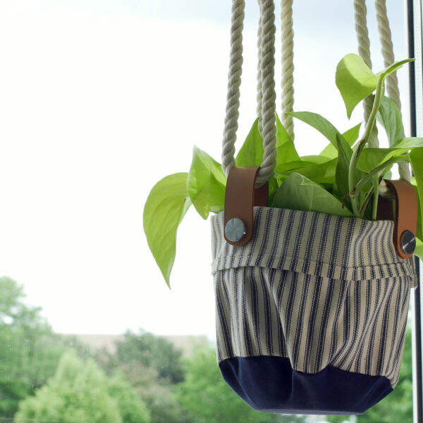 DIY_Canvas_Plant_Hanger